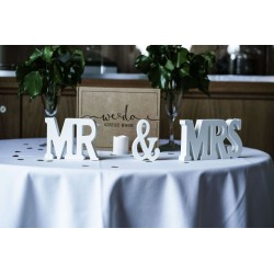 nappe ronde 300 cm blanche, idéale pour une table de cérémonie car la retombée couvre toute la hauteur de table.